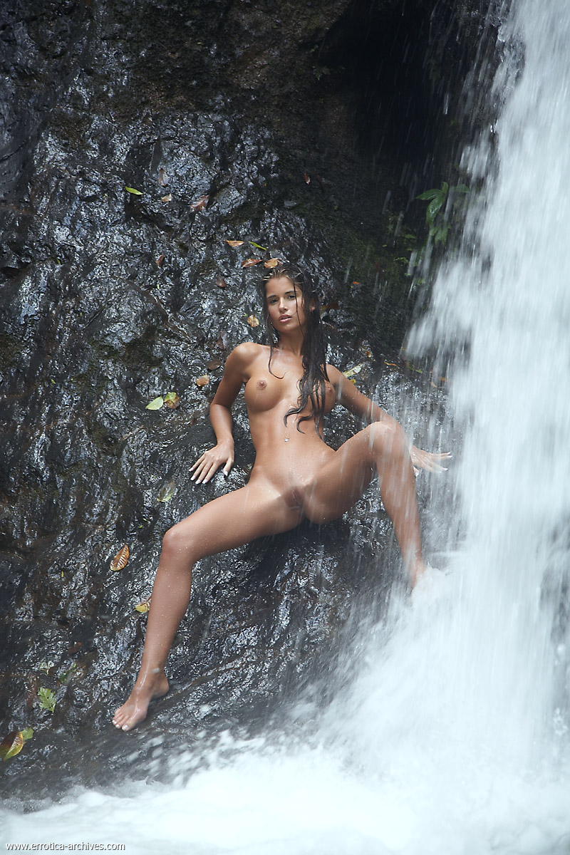 girls naked Waterfall