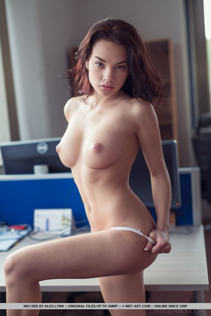 nici-dee-nude-at-the-office-metart-07