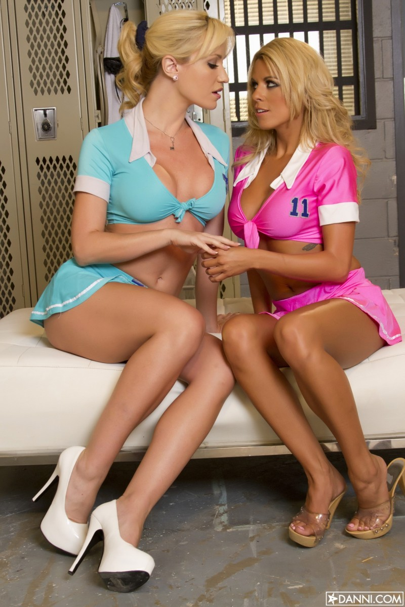 nicole-graves-&-angela-sommers-danni-01