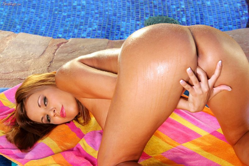nicole-graves-bikini-pool-boobs-twistys-12