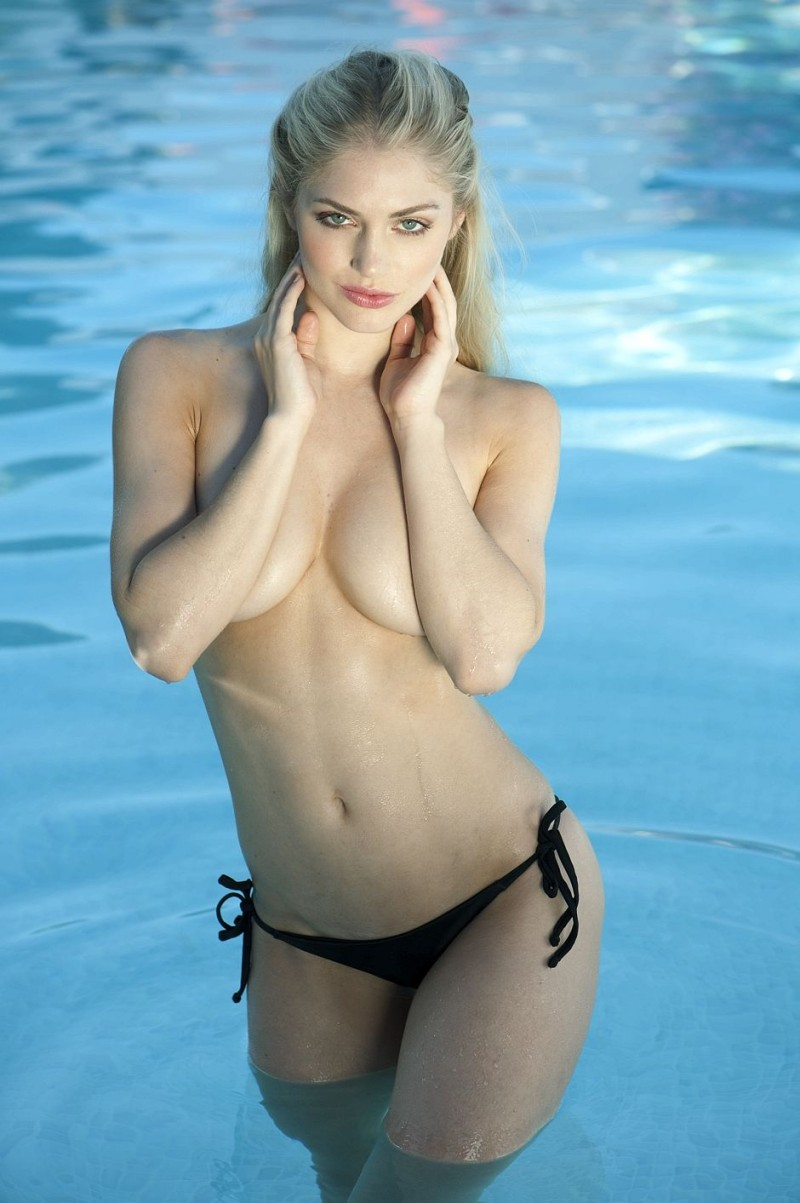 nicole-neal-topless-boobs-blond-01