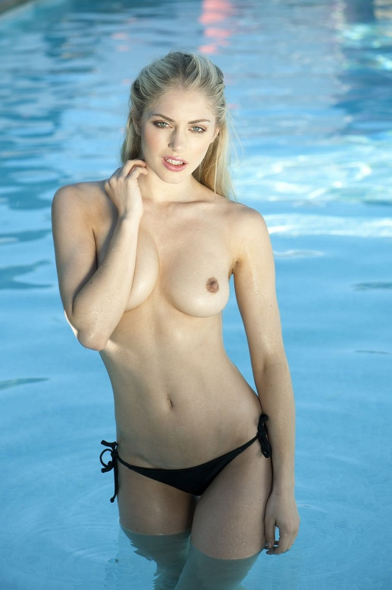 nicole-neal-topless-boobs-blond-02