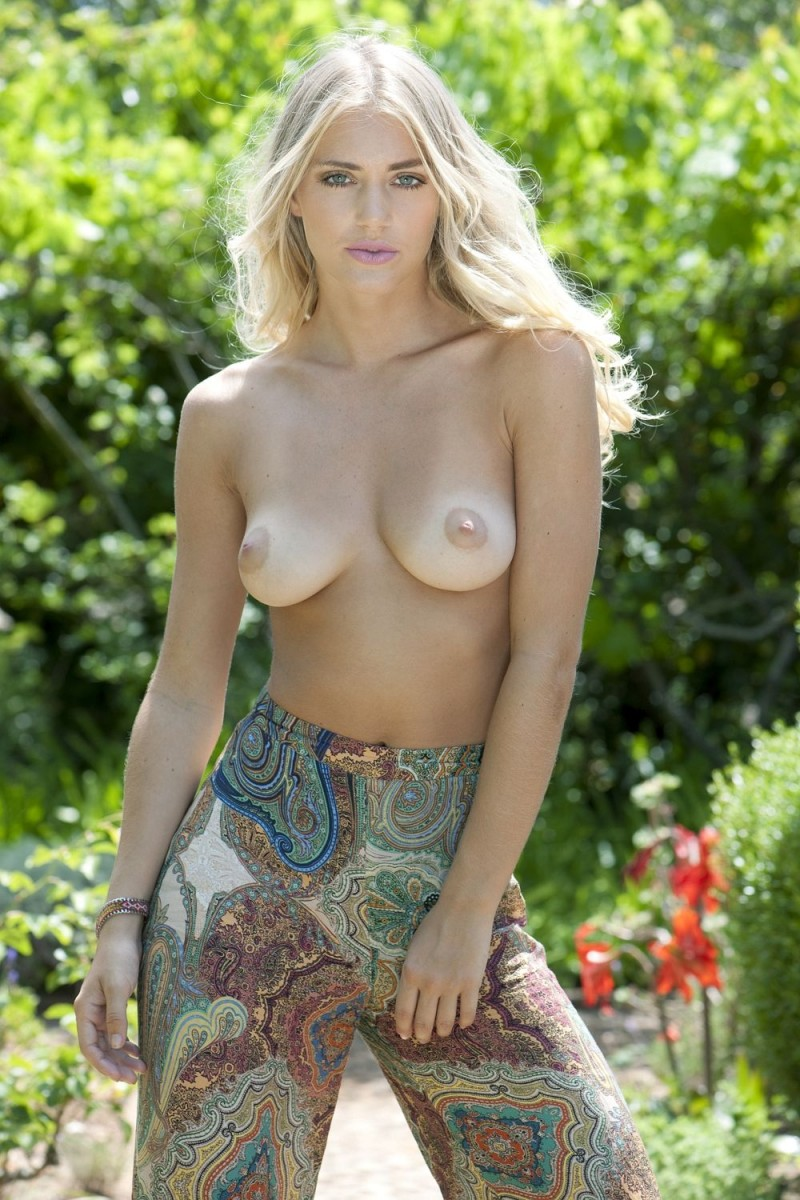 nicole-neal-topless-boobs-blond-15