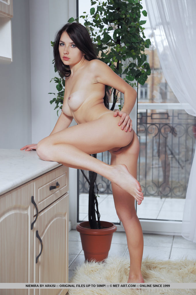 niemira-fur-rug-nude-floor-metart-17