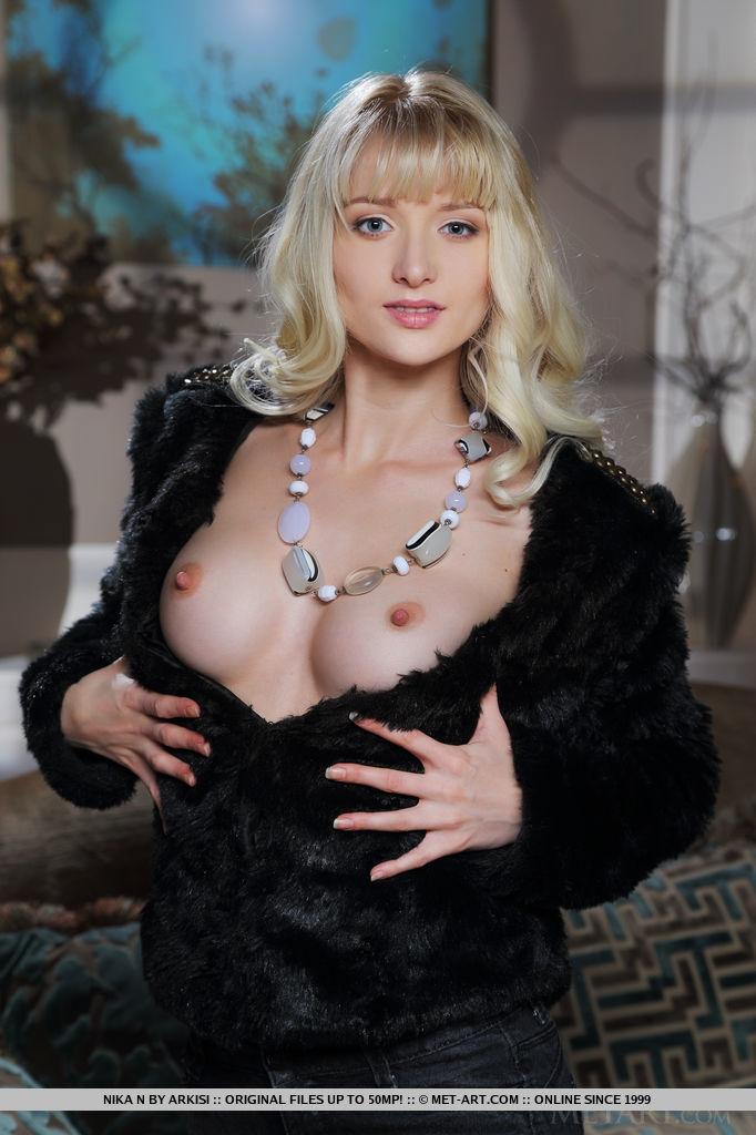 nika-n-black-jeans-blonde-nude-slim-metart-01