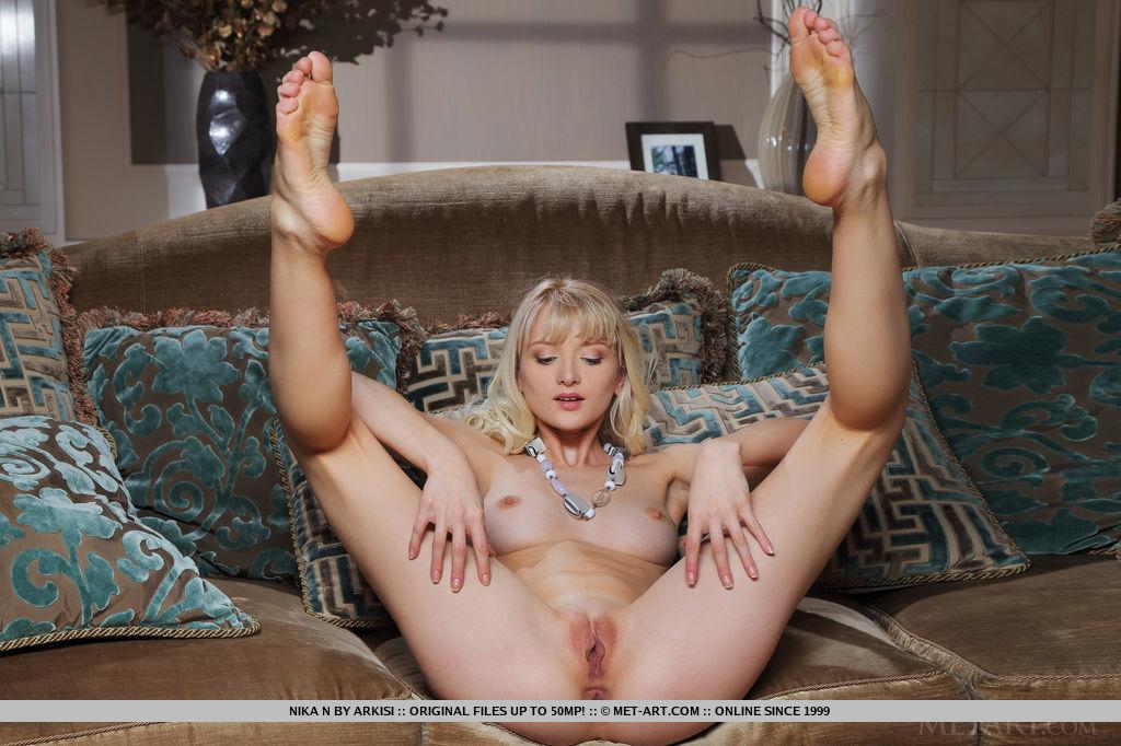 nika-n-black-jeans-blonde-nude-slim-metart-11