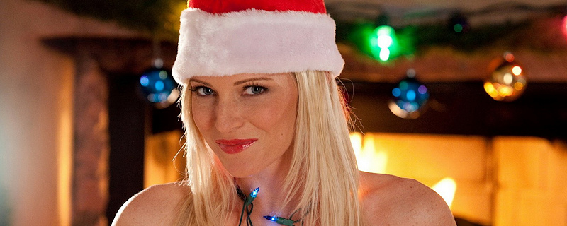 Niki Lee Young – Sexy blonde Santa