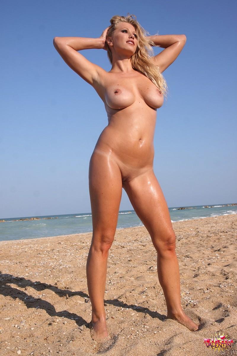 nikita-valentin-beach-sand-03