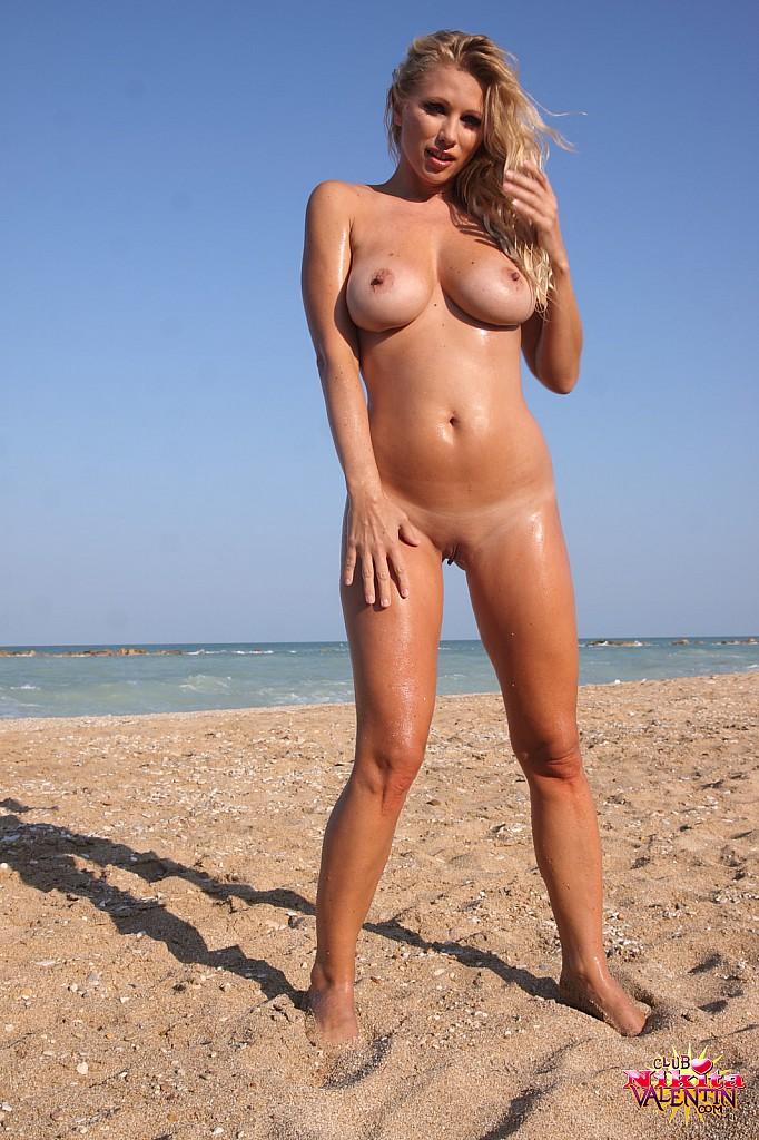 nikita-valentin-beach-sand-05