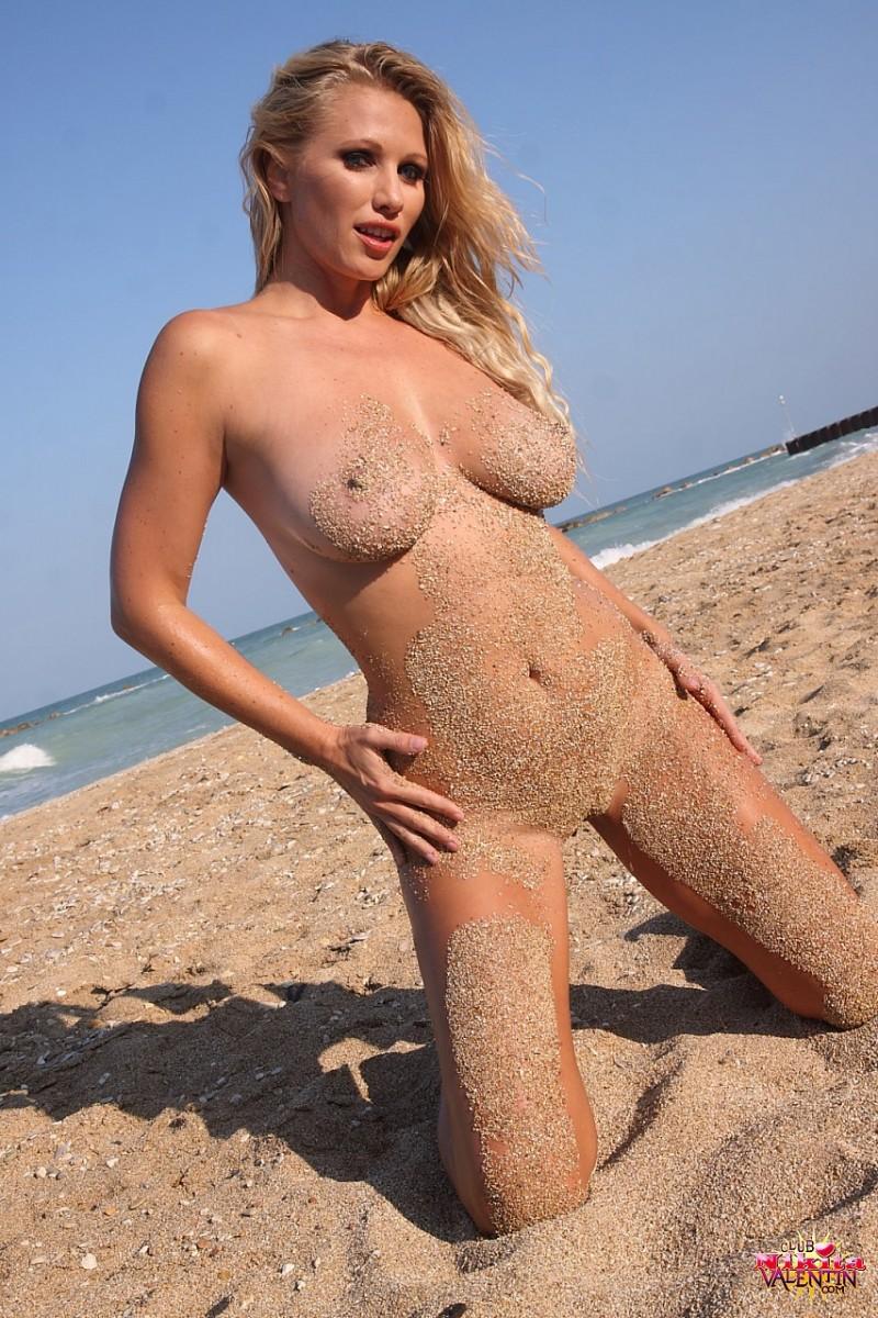 nikita-valentin-beach-sand-20