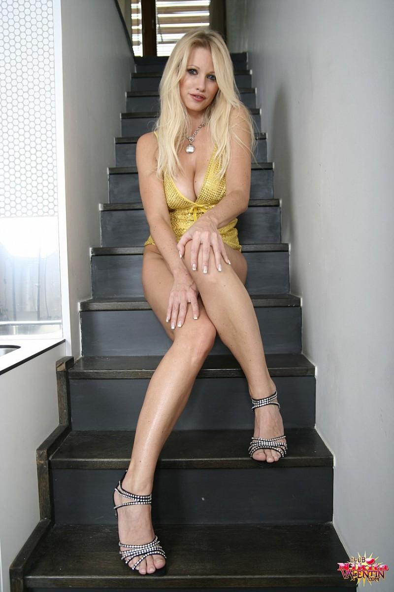 nikita-valentin-nude-stairs-14
