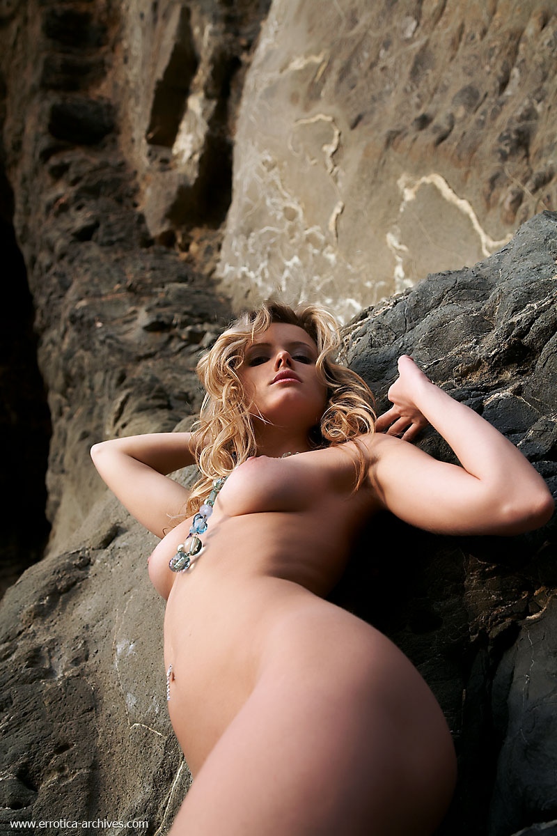 nikky-seaside-errotica-archives-12
