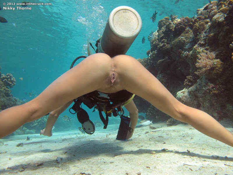 nude scuba girl diving Naked
