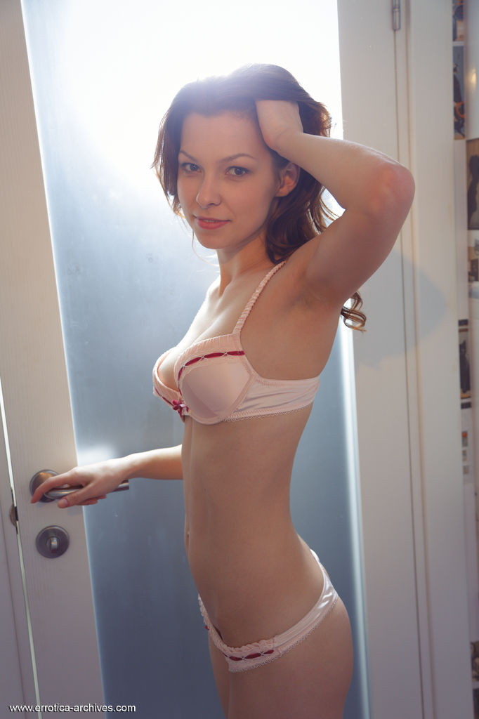 nitsa-a-nude-toilet-errotica-archives-01