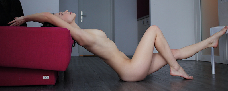 Nitsa naked on the floor