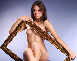niza-a-picture-frame-naked-metart