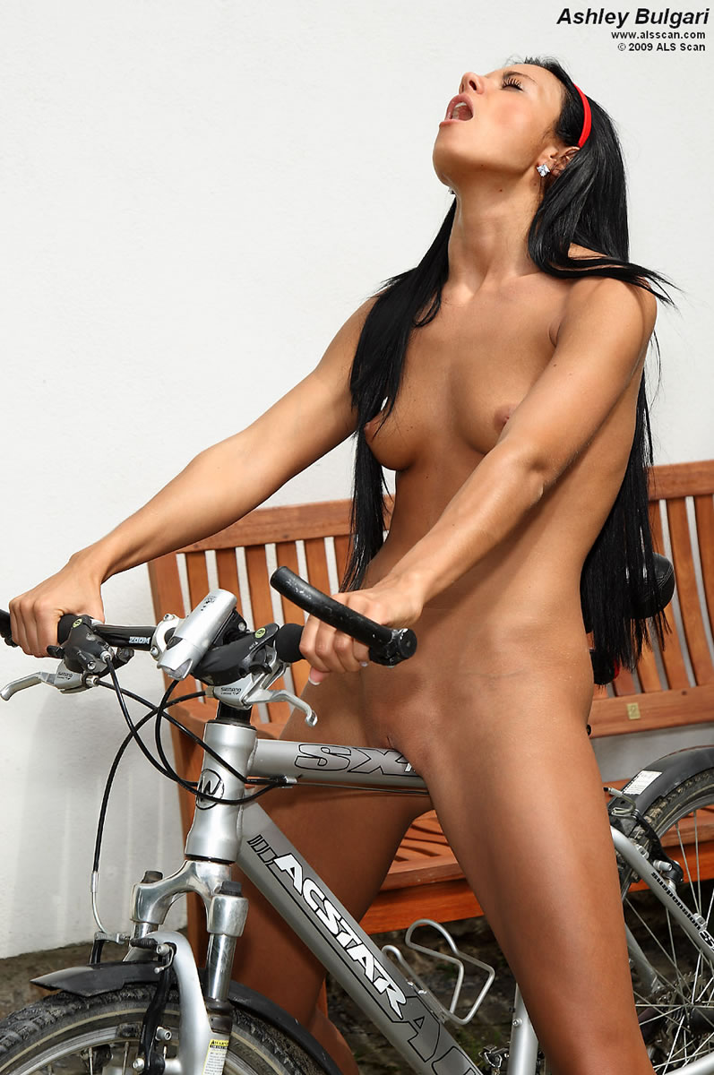 seats bike girls Nude on