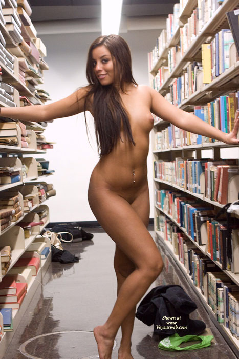 leanna-nude-in-library-07