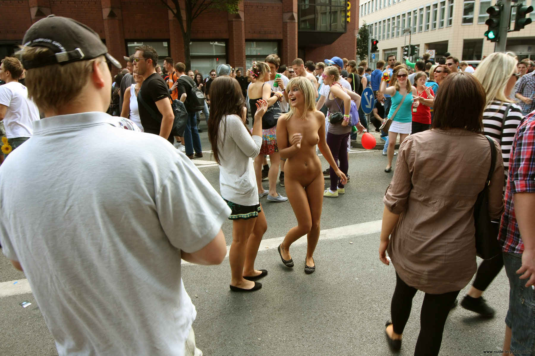naked-girls-in-public-mix-vol5-75