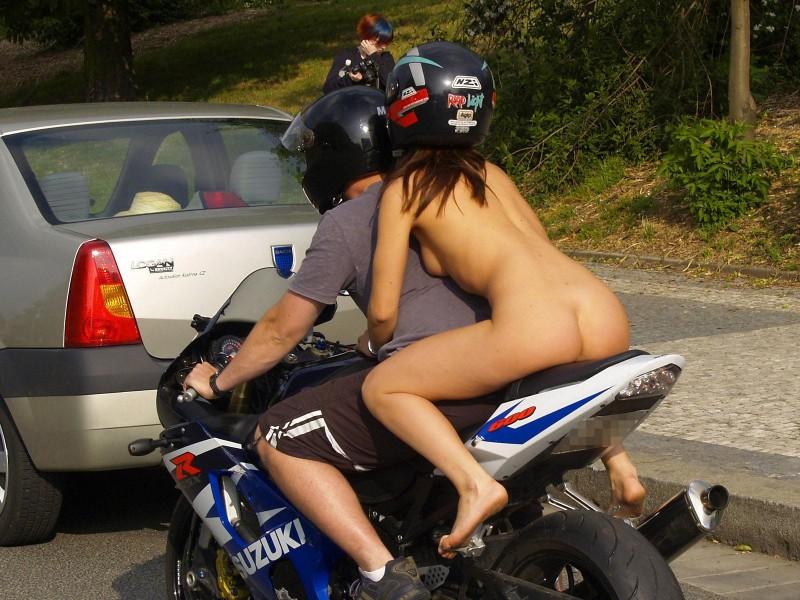 alane-e-motorbike-nude-in-public-06