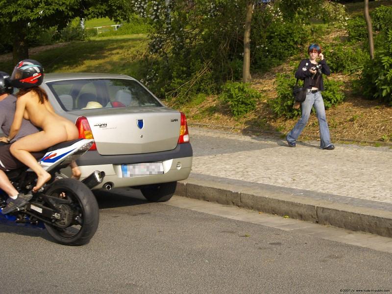 alane-e-motorbike-nude-in-public-07