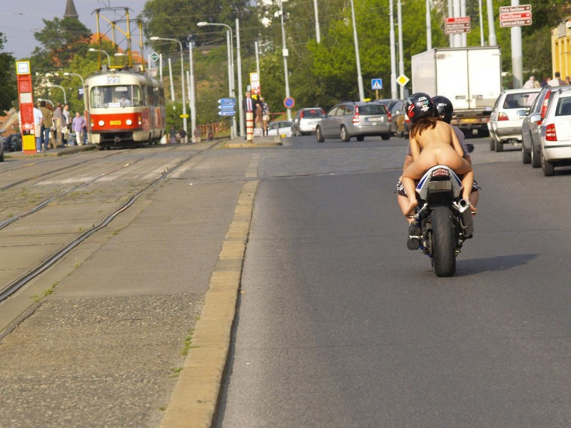 alane-e-motorbike-nude-in-public-10