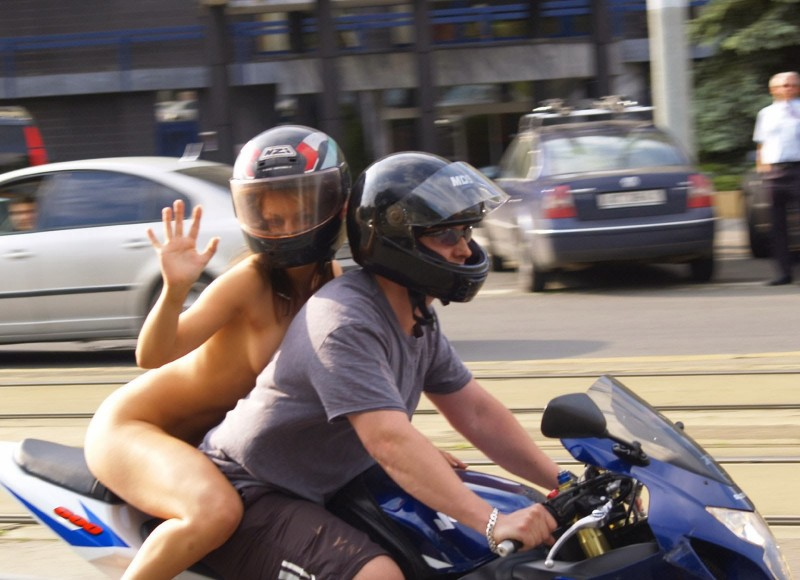 alane-e-motorbike-nude-in-public-18