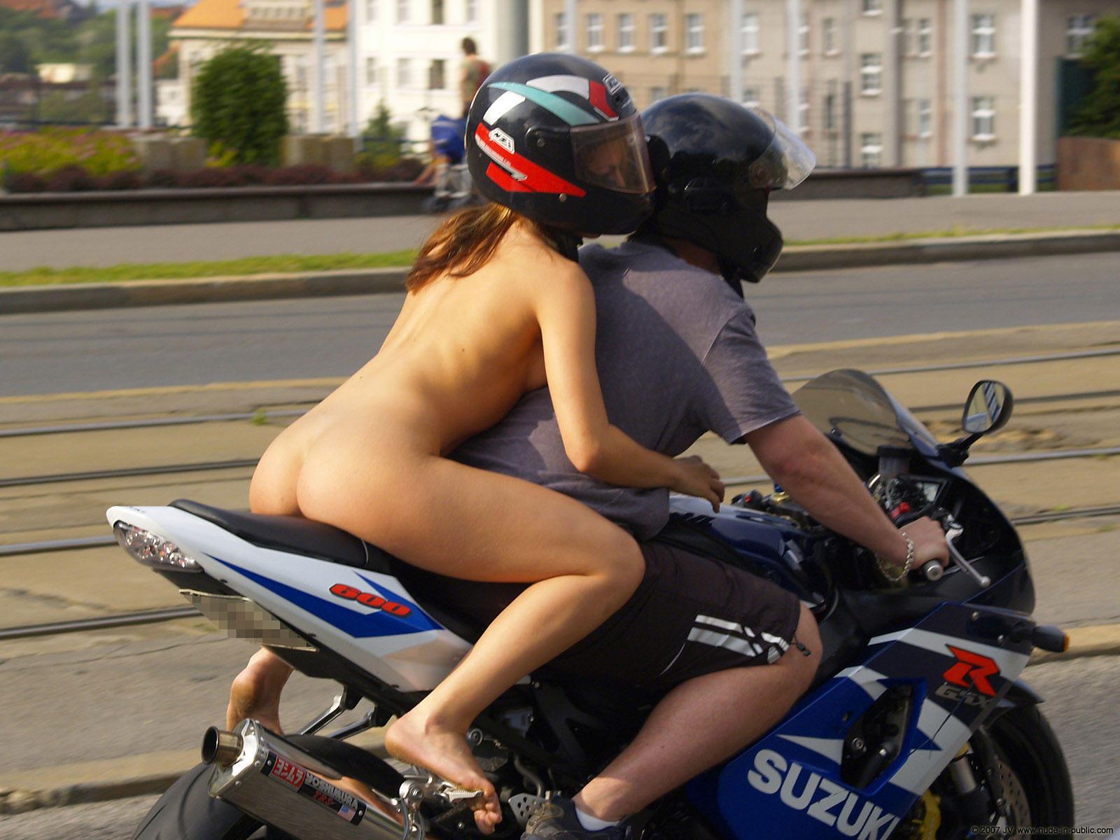 Смотреть онлайн голая за рулем 18 фотография