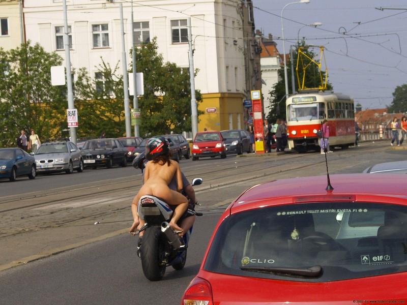 alane-e-motorbike-nude-in-public-20