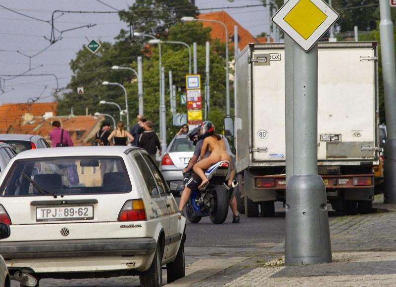alane-e-motorbike-nude-in-public-22