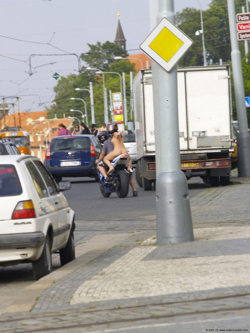 alane-e-motorbike-nude-in-public-23