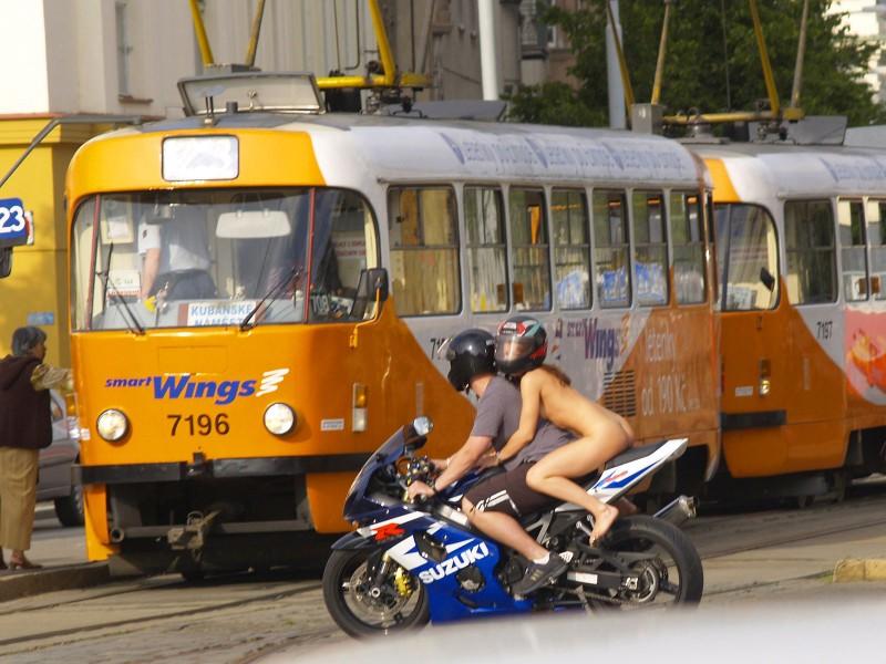 alane-e-motorbike-nude-in-public-26