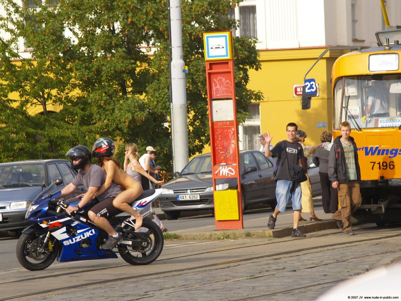 alane-e-motorbike-nude-in-public-28