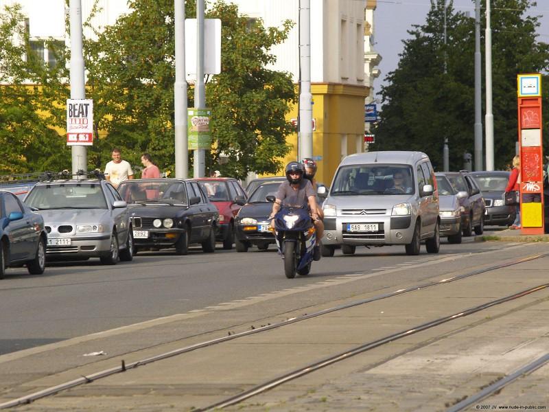 alane-e-motorbike-nude-in-public-30