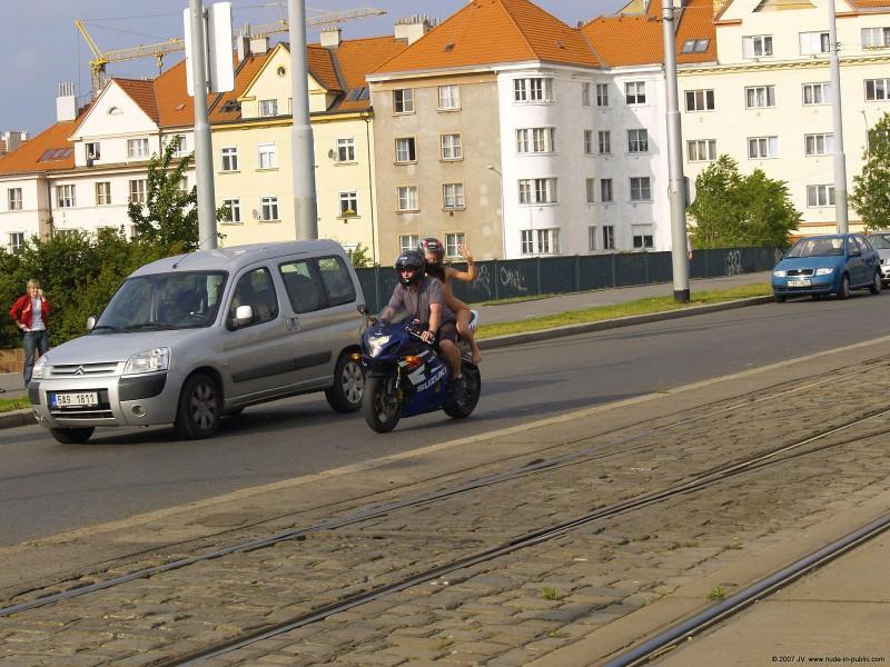 alane-e-motorbike-nude-in-public-31