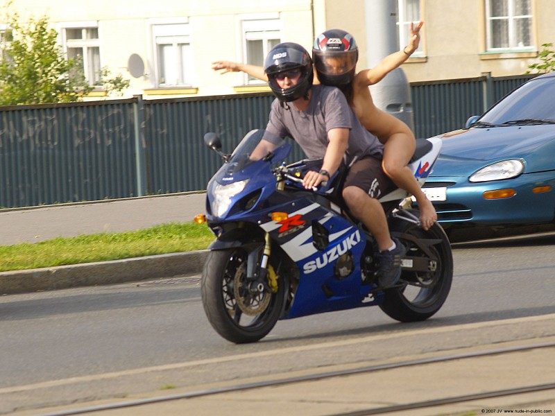 alane-e-motorbike-nude-in-public-33