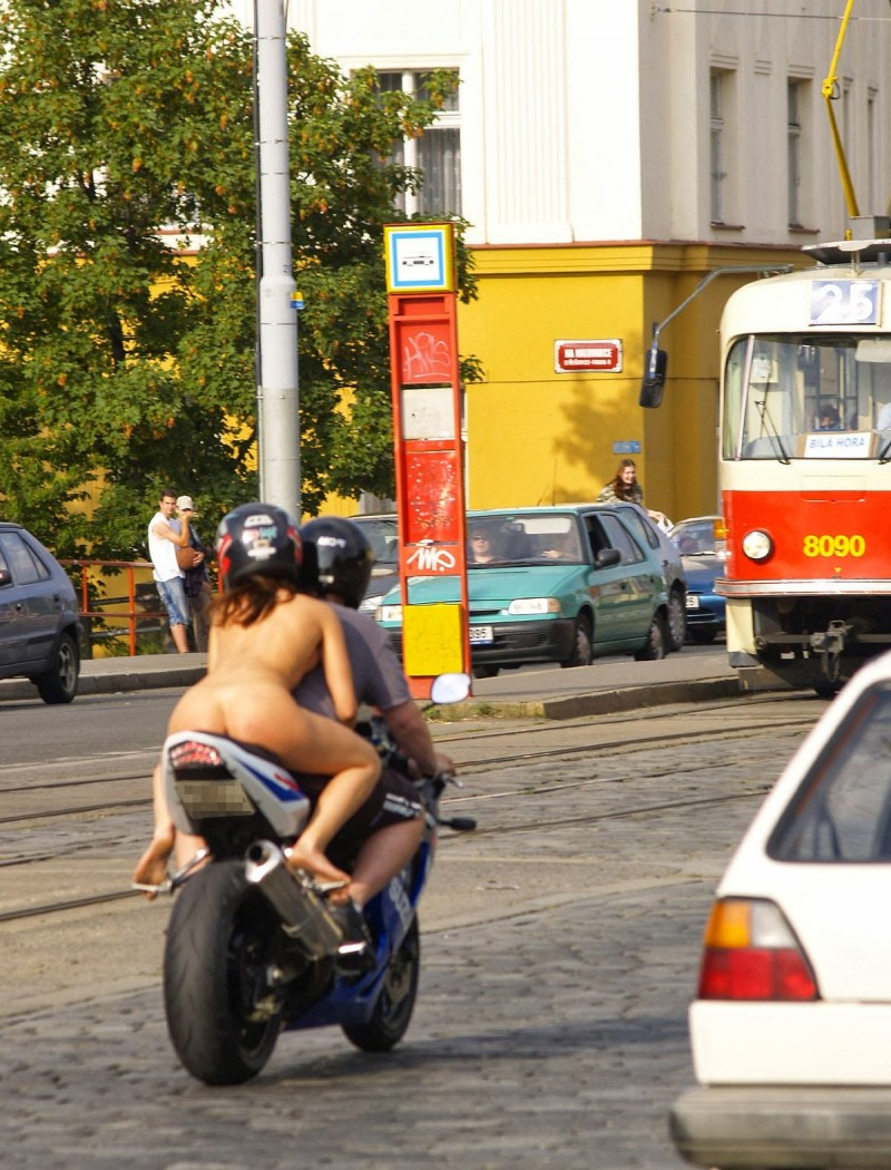 alane-e-motorbike-nude-in-public-43