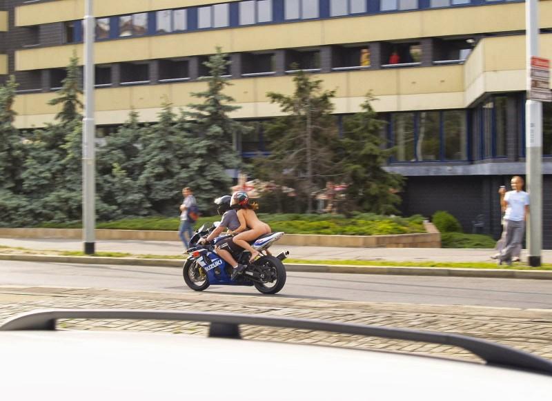 alane-e-motorbike-nude-in-public-44
