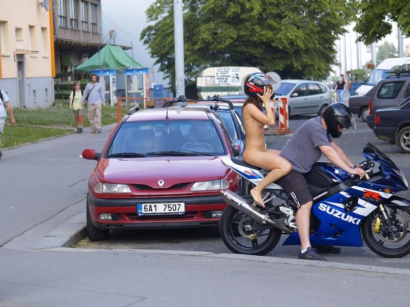 alane-e-motorbike-nude-in-public-53