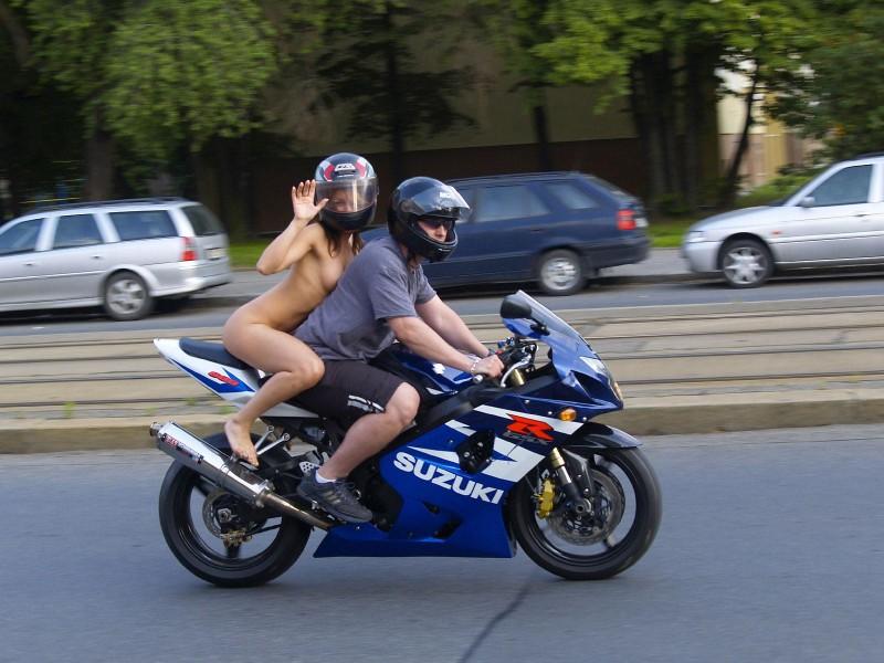 alane-e-motorbike-nude-in-public-54