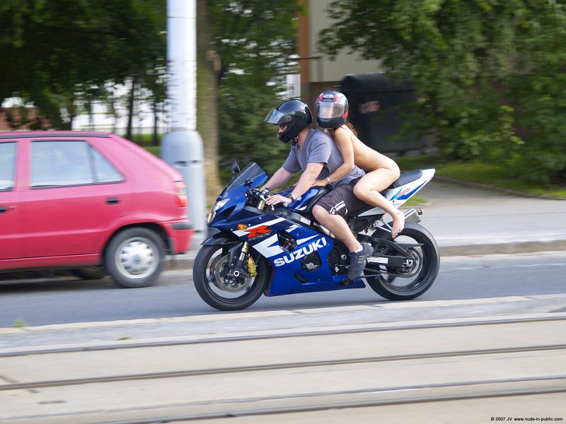 alane-e-motorbike-nude-in-public-61