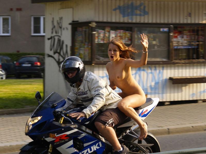 alane-e-motorbike-nude-in-public-77