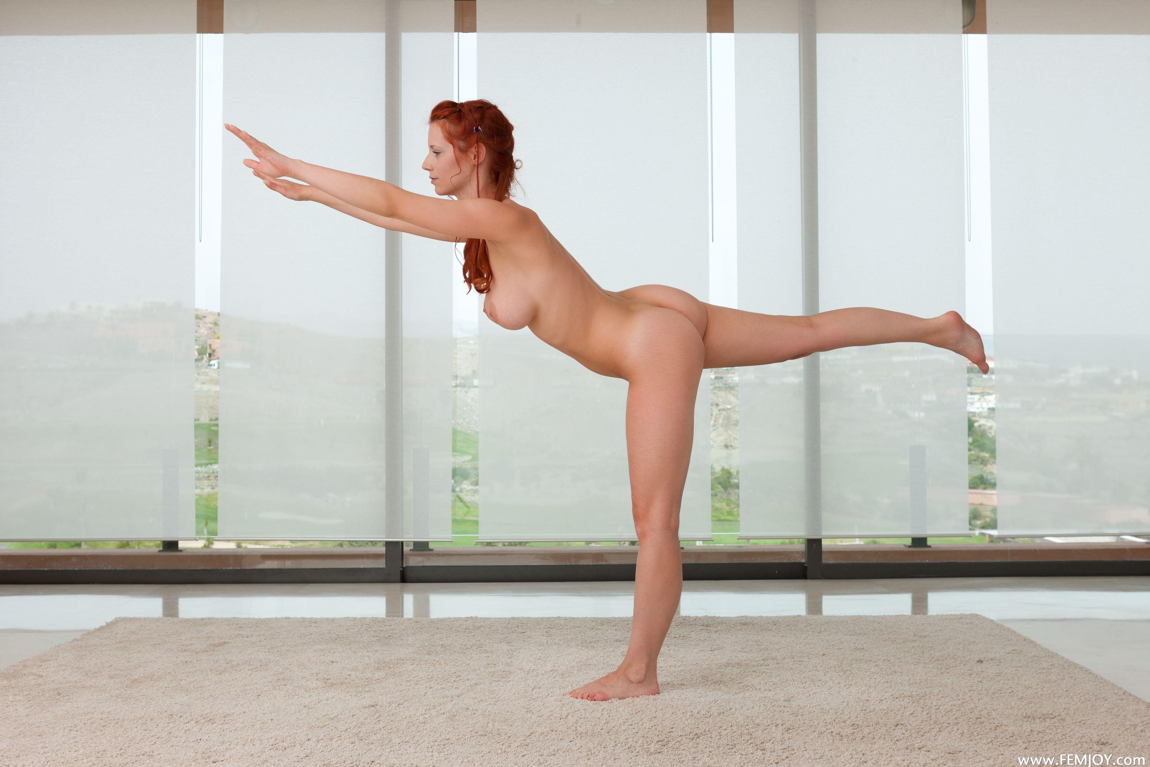 фото обнаженная йога