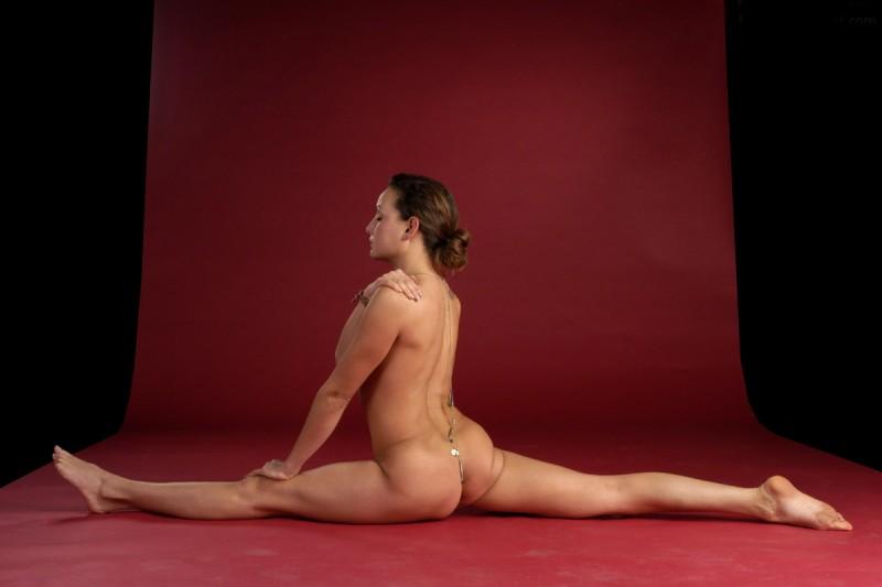 flexible-girl-naked-yoga-30