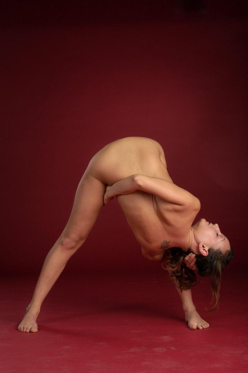 flexible-girl-naked-yoga-36