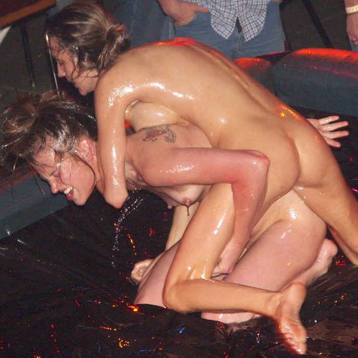 oil-wrestling-girls-13