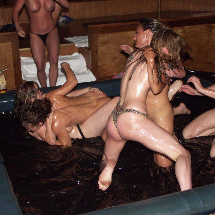 oil-wrestling-girls-18