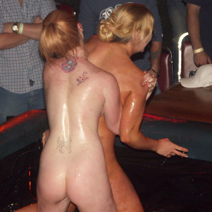 oil-wrestling-girls-25