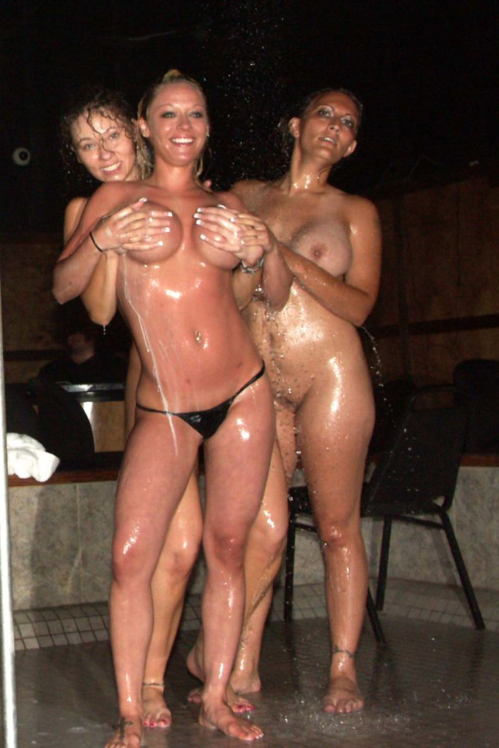 oil-wrestling-girls-29