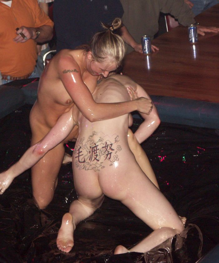oil-wrestling-girls-40